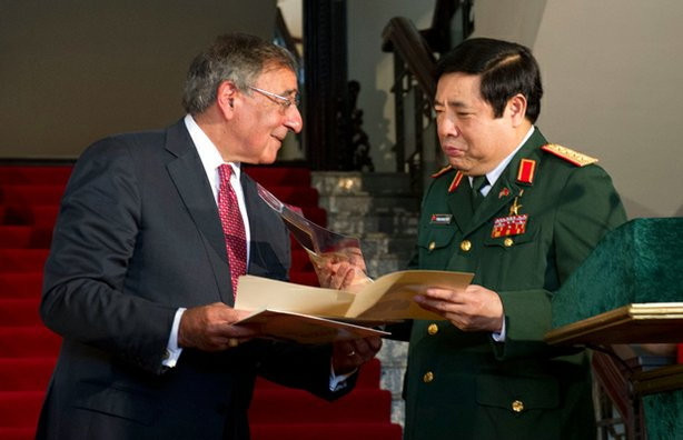 Secretary of Defense Leon E. Panetta presents Vietnamese Minster of Defense, ...