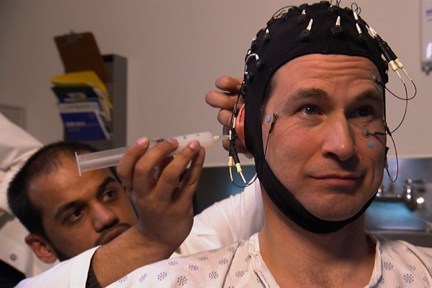 NOVA scienceNOW host David Pogue gets ready for an EEG.