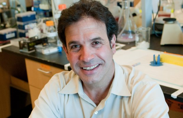 Harvard Medical School professor Rudy Tanzi takes advantage of cutting-edge r...