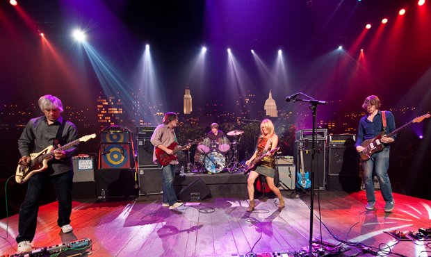 Sonic Youth showcases the avant-garde rock of its latest album