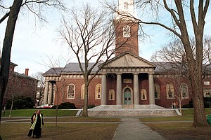 Elite Colleges Struggle To Recruit Smart, Low-Income Kids