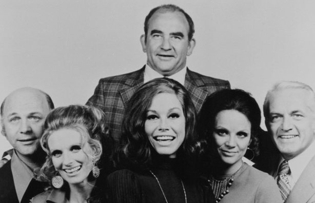 Cast of the Mary Tyler Moore show (L-R) Gavin MacLeod, Cloris Leachman, Mary Tyler Moore, Ed Asner, Valerie Harper, Ted Knight.