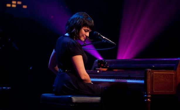 "Norah Jones sings songs from her Dangermouse-produced album ""Little Broken Hearts"" on AUSTIN CITY LIMITS."