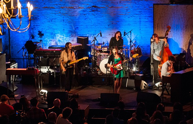 L to R: Jason Roberts, Norah Jones, Greg Wieczorek, Josh Lattanzi and Pete Re...