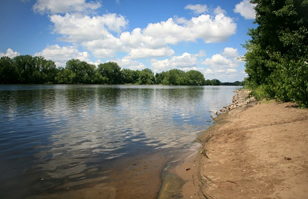 The Mississippi River in the upper reaches of the park has gentle shores. Fro...