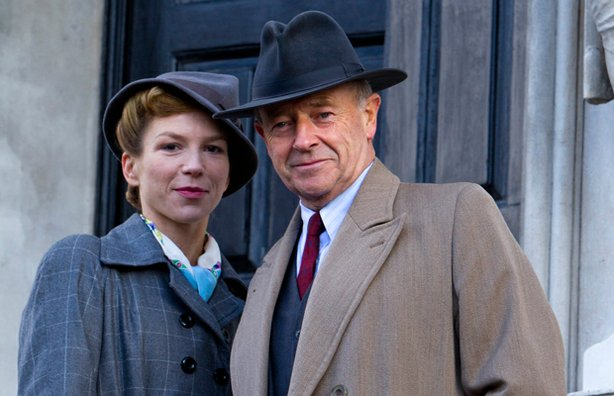 Honeysuckle Weeks as Sam Stewart and Michael Kitchen as DCS Christopher Foyle.