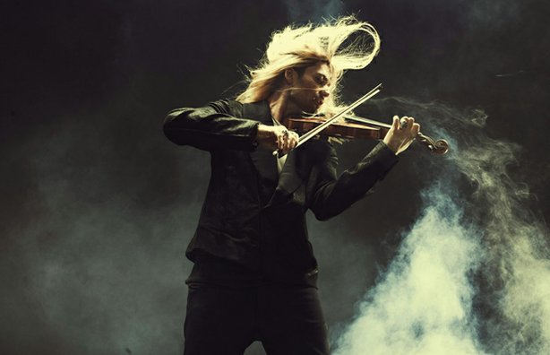 Violin virtuoso David Garrett (pictured), joined by his band and the Neue Philharmonie Frankfurt, combines different musical styles and eras.