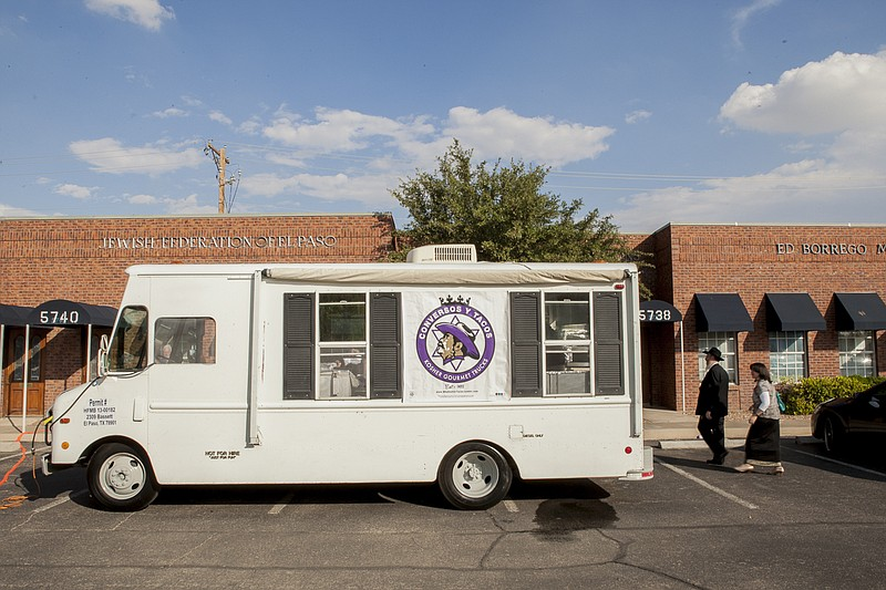 Conversos y Tacos is a gourmet kosher taco truck touring the streets of El Pa...