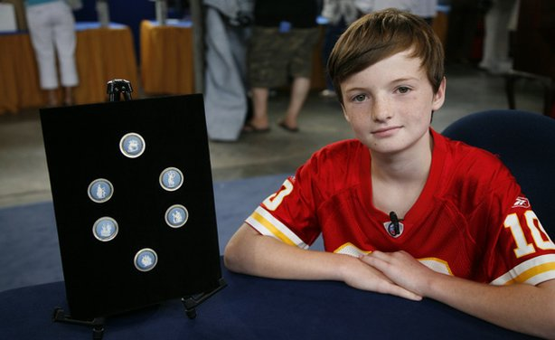 This young man paid a visit to ANTIQUES ROADSHOW in Hartford, Connecticut, with a collection of buttons found in his grandmother's attic. Appraiser Nick Dawes identifies them as 200-year-old Wedgwood pottery buttons and advises keeping the set together for a value of $1,500 to $2,000.