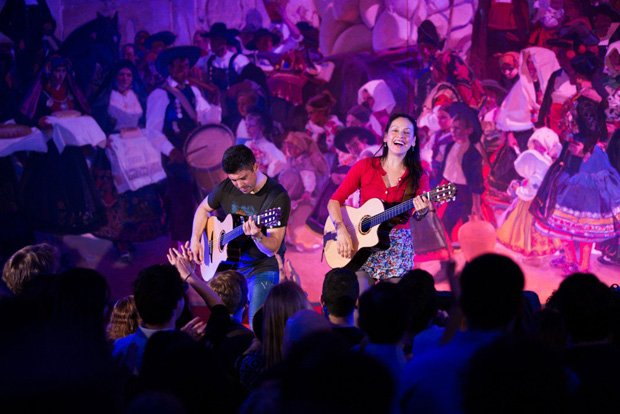 In this episode, the incomparable Mexican guitar duo Rodrigo y Gabriela play ...