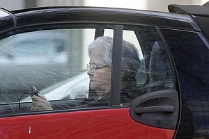 UC San Diego Survey Finds 60% Of Seniors Use Cell Phones While Driving