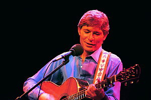 Photo for John Denver: Country Roads - Live In England
