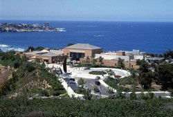 Photo of Birch Aquarium at Scripps perched on a bluff overlooking the Pacific Ocean.