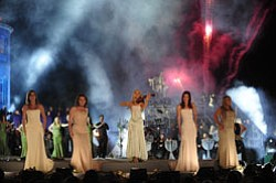 Celtic Woman — (l-r) Lisa Kelly, Alex Sharpe, Mairead Nesbitt, Lynn Hilary and Chloe Agnew — perform at Ireland's historic Powerscourt House and Gardens in Enniskerry, County Wicklow. The musical repertoire ranges from spirited Celtic fiddle and bodhran pieces to lush arrangements of Irish classics, contemporary covers and original compositions. Credit: Lili Forberg
