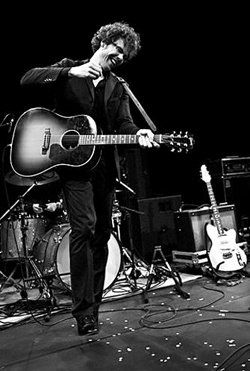 Live photo of Josh Ritter performing. Photo by Riny van Eijk.