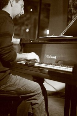Picture of pianist Danny Green of the Danny Green Trio.