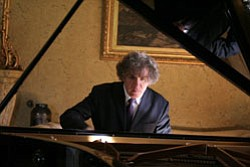 Hungarian pianist Endre Hegedűs playing a piano. (hungarianpianist.com)