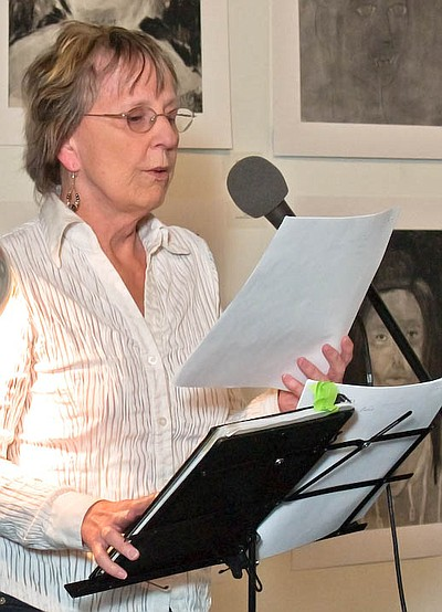 Image of Rae Armantrout reading from her Pulitzer Prize w...