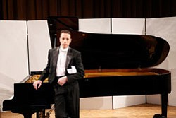 Image of acclaimed Hungarian pianist Péter Tóth.