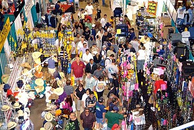 Image of the crowded exhibit floor at the Fred Hall Show.