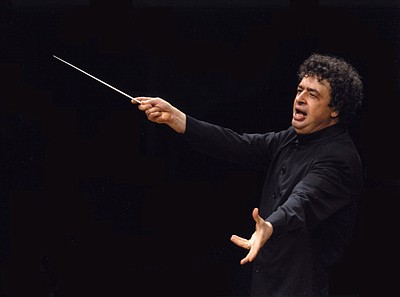 Image of conductor Semyon Bychkov. Photo by Thomas Kost.
