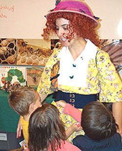 Image of Ms. Frizzle with eager students.