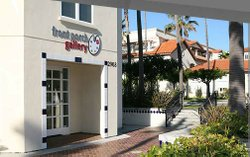 Exterior photo of Front Porch Gallery, located at 2903 Carlsbad Blvd., Carlsbad, CA 92008.