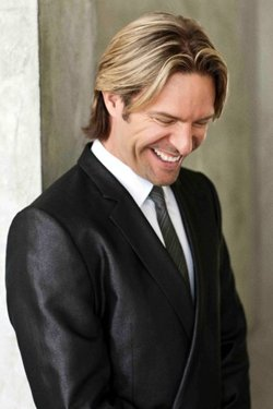 Image of musical composer Eric Whitacre