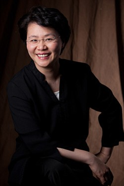 Image of conductor, Mei-Ann Chen. Photo credit Rosalie O'...