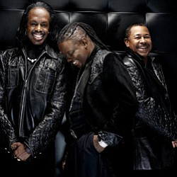 Image of Earth, Wind & Fire performing at the San Diego C...