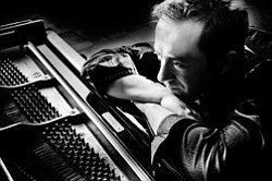 Image of pianist, Geoffrey Keezer performing at Encinitas Library on September 1, 2013 at 2pm.