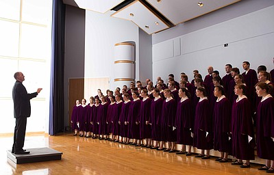 Image of Conductor Brandon Johnson and the Houghton College Choir, who will be performing at the First United Methodist Church on March 25th, 2013.