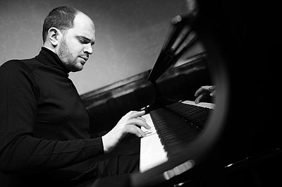 Image of Kirill Gerstein, who will be performing at the Joan and Irwin Jacobs Music Center on May 16th - May 18th, 2014.