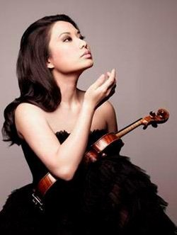 Image of Sarah Chang performing at Athenaeum Music & Arts Library in participation of Barbara & William Karatz Chamber Concert Series on February 20, 2014.