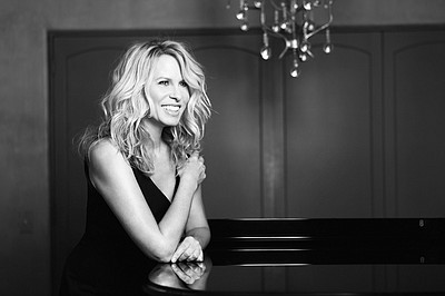 Promotional photo of Vonda Shepard.