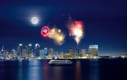 Promotional image of Hornblower Summer Fireworks Dinner Cruises. Courtesy image of Hornblower Cruises and Events.
