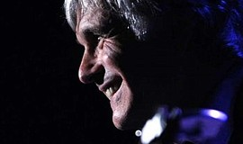 Promotional photo of guitarist Laurence Juber.