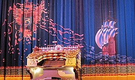 A photo of the Wonder Morton Organ at the Balboa Theatre.