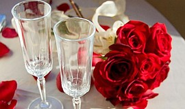 A Valentine's Day table setting aboard a Flagship cruise.