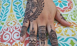 Promotional photo for the decorative henna tattoo workshop. Courtesy of Cresc...