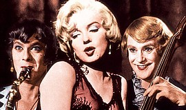 """Tony Curtis, Jack Lemmon and Marilyn Monroe in """"Some Like It Hot"""" (1959)."""