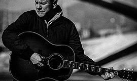 A promotional photo of Kiefer Sutherland.