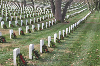 Photo of a past wreath-laying day. Courtesy of Wreaths Across America.