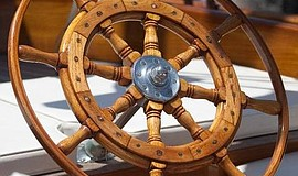 A wooden boat's wheel. Courtesy of Koehler Kraft Boatyard.