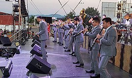 Photo of the band performing. Courtesy of Banda el Recodo.