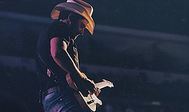 Photo of the featured performer. Courtesy of Brad Paisley.