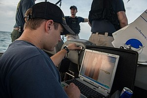 USS Fort Worth Divers Use Tow Fish Sonar In AirAsia Searc...