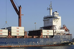 Tease photo for Federal Mediator To Help In West Coast Ports Contract Dispute