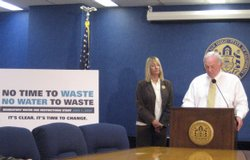 Mayor Jerry Sanders, backed by councilwoman Donna Frye, calls on the city cou...