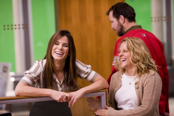 A novelty on a Hollywood set: A female director. Sandra Bullock and director Anne Fletcher
